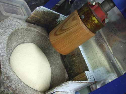 一升餅の作り方(3) これから餅つきが始まります。