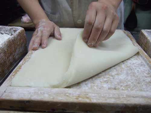 のし餅を作っています
