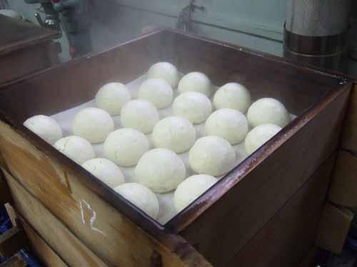 セイロで蒸かしたての田舎饅頭が出来ました。