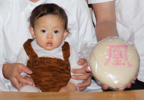 一升餅(誕生餅)でお誕生祝いされた 凰ちゃん のカワイイお写真