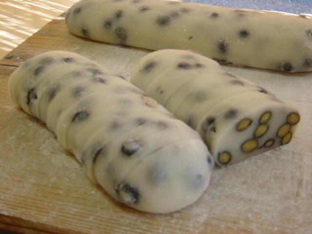豆なまこ餅を切ると「豆かき餅」となります。